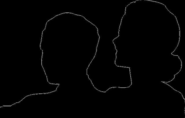 Silueta de un hombre y una mujer en un espectáculo como cine o teatro