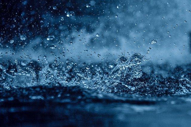 Agua cae sobre agua