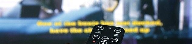 Mando de televisión y subtítulos en pantalla, así que probablemente alguien quiere aprender idiomas viendo películas o series