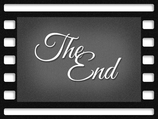"""Fotograma que pone """"The End"""" o fin de la película para ilustrar este artículo sobre títulos de crédito y el texto en películas y series"""