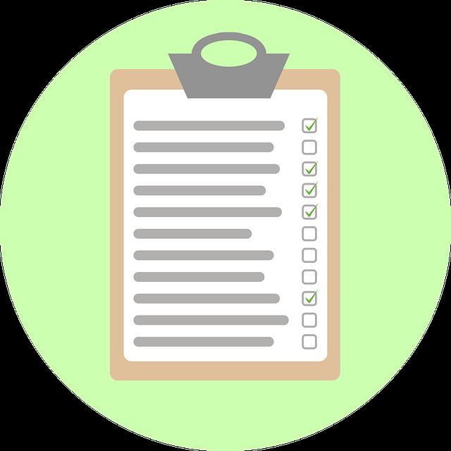 Dibujo de una hoja sobre carpeta con varias opciones seleccionadas para simbolizar un conjunto de recursos para guionistas